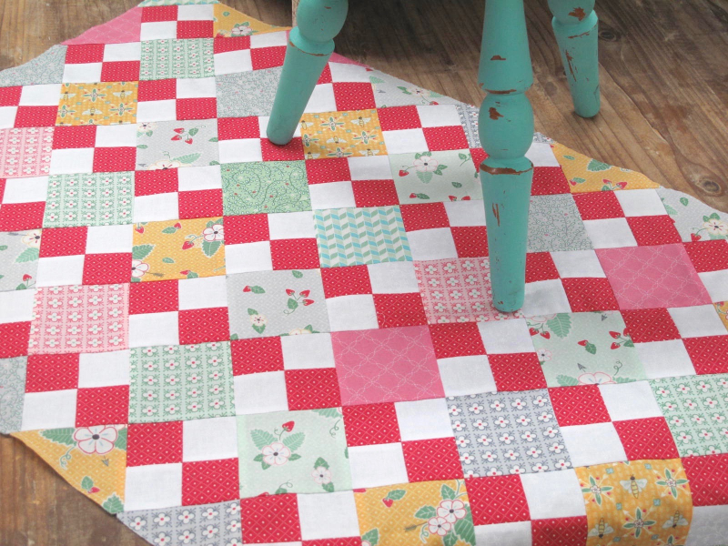 Bumbleberries-Summer-Table-Runner-Kit-3